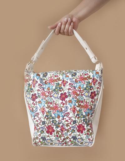 Бяла Дамска Чанта-Цветя Код 864-04